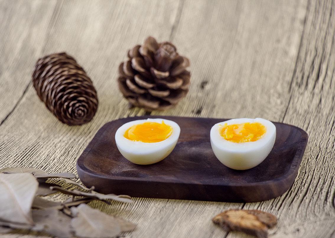 去壳白煮蛋